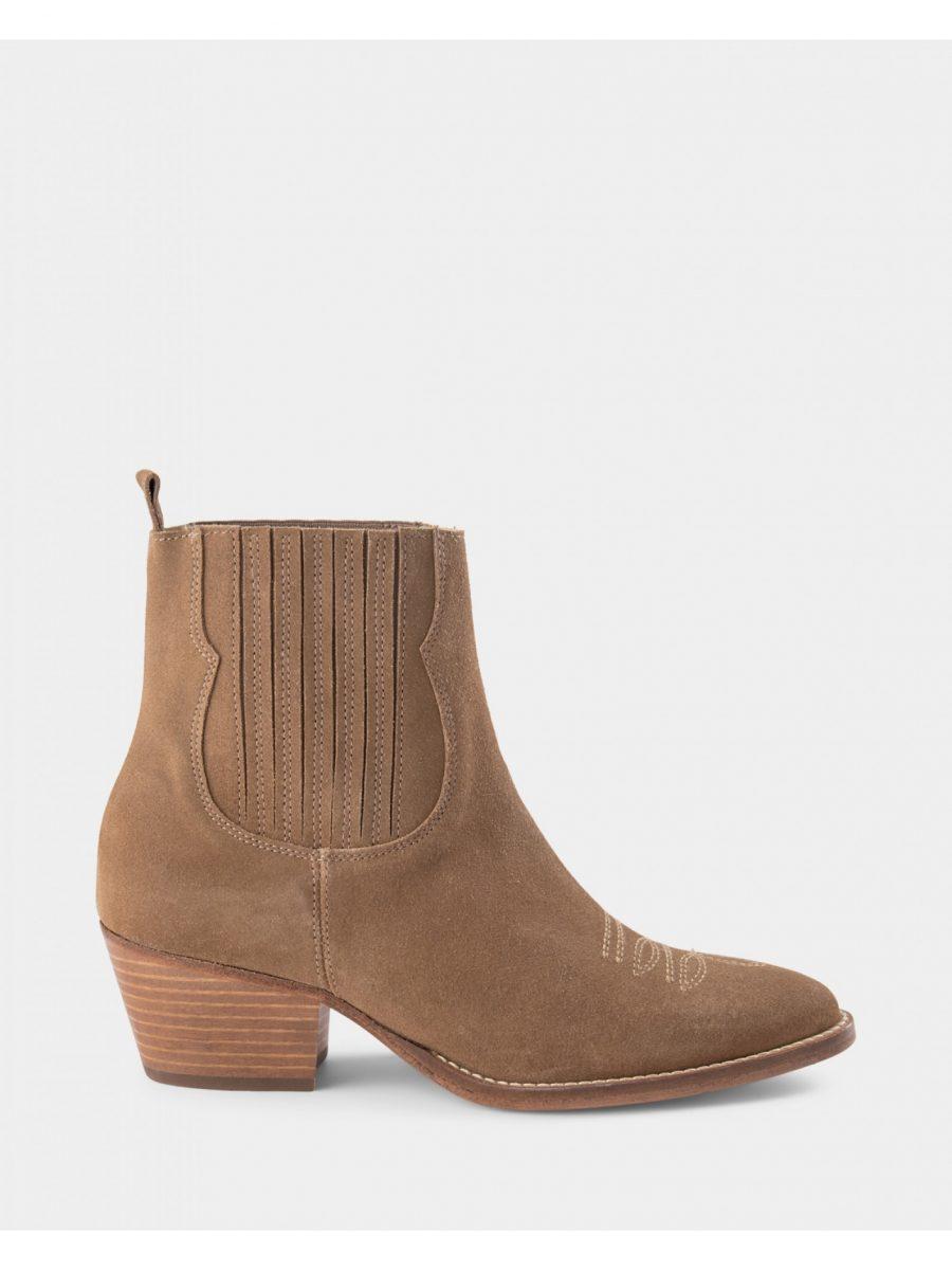 sofie-schnoor-boot_1590x2120p15